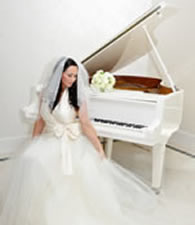 Listen to your wedding pianist play romantic piano music on your wedding day in London.